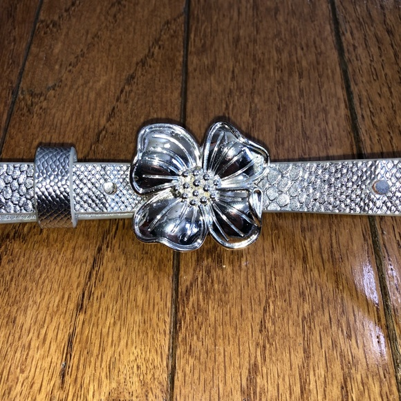 Lilly Pulitzer Accessories - Lilly Pulitzer silver flower belt